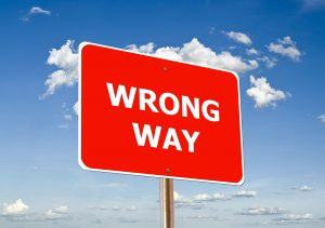"A road signs that reads ""wrong way"""